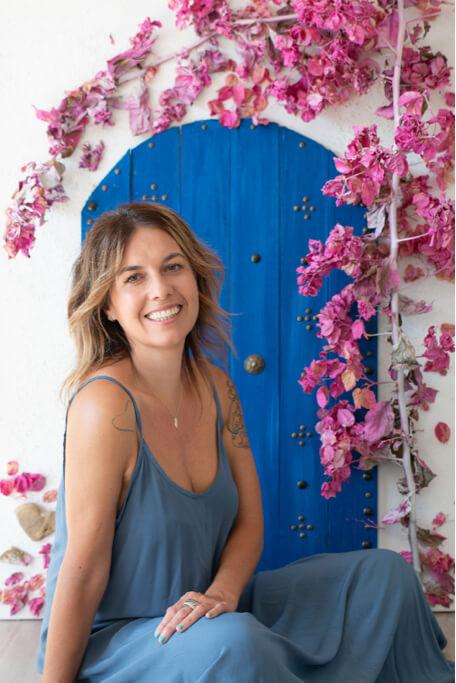 Estíbaliz Romaña with azul door